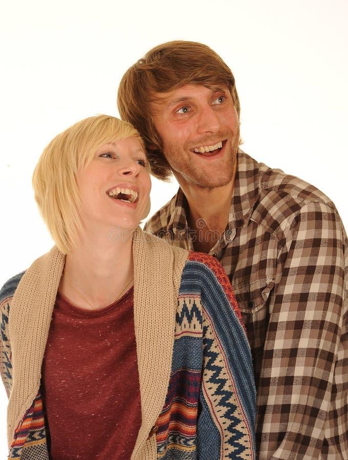 夫妇愉快的笑的年轻人 免版税库存照片