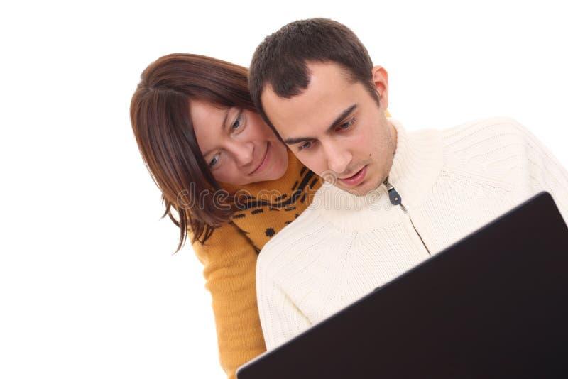 夫妇愉快的膝上型计算机 免版税库存图片
