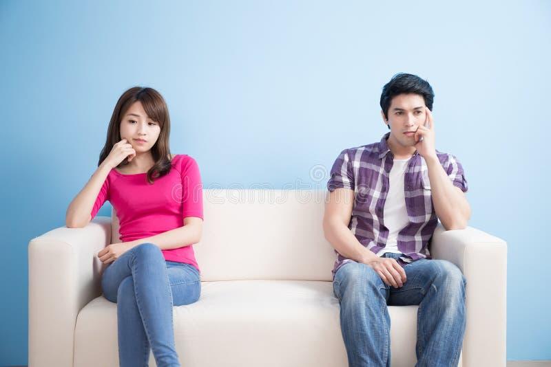 年轻夫妇感到坏 免版税库存图片