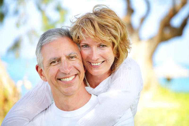 夫妇成熟微笑 库存照片