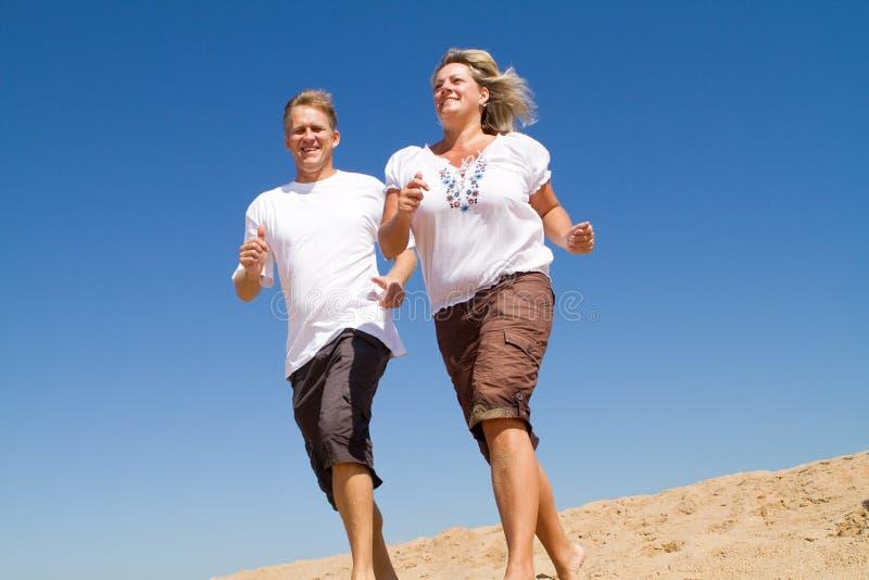 夫妇成熟运行中 免版税库存照片