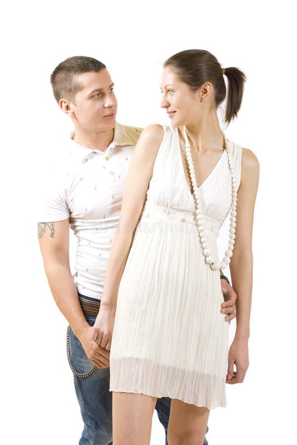 夫妇拥抱愉快的年轻人 图库摄影