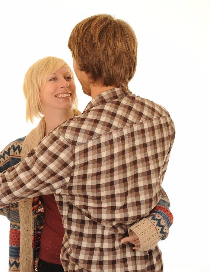 夫妇拥抱愉快的年轻人 免版税库存照片