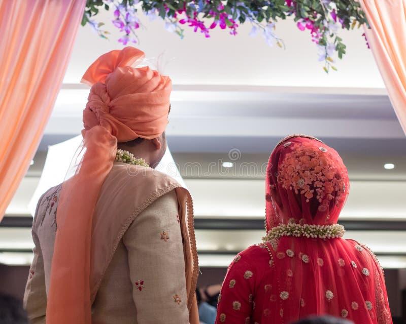 夫妇摆在-印度艾哈迈达巴德 库存图片