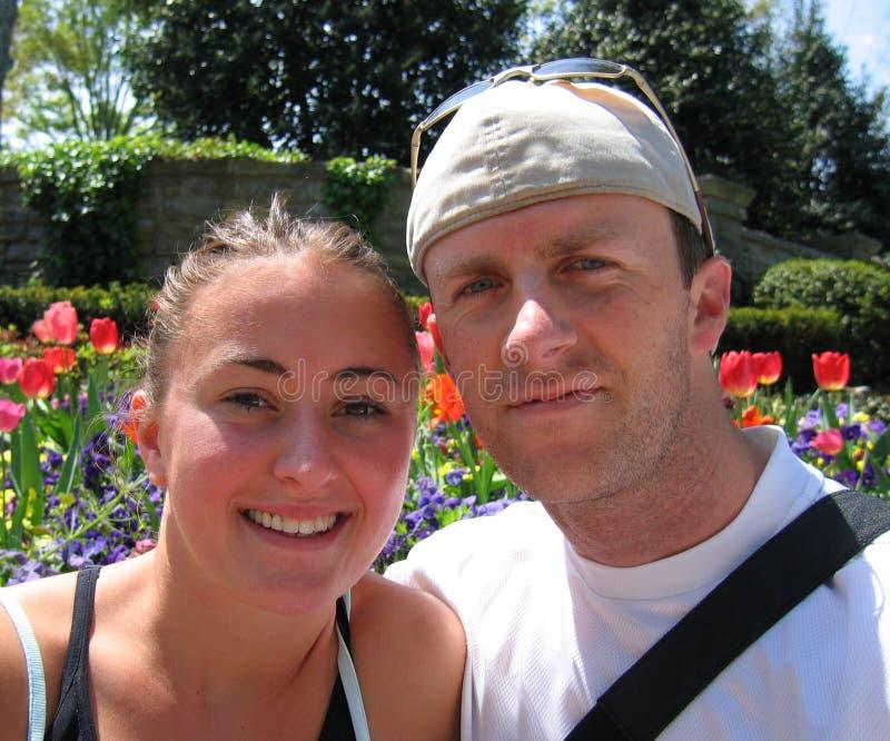 夫妇旅行的年轻人 免版税图库摄影