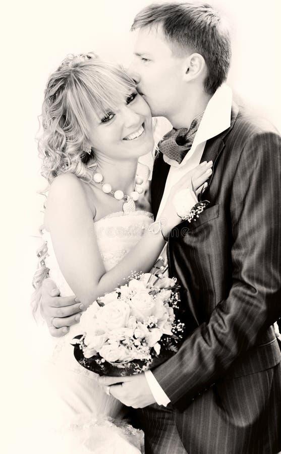 夫妇日愉快的纵向他们的婚礼 库存图片