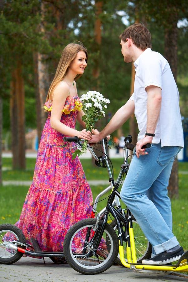 夫妇滑行车 免版税库存照片