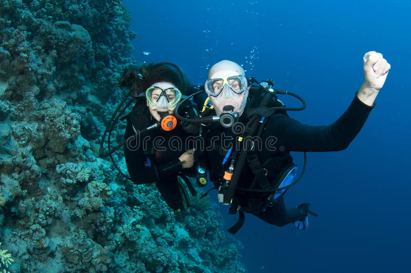 夫妇潜水水肺 免版税库存照片