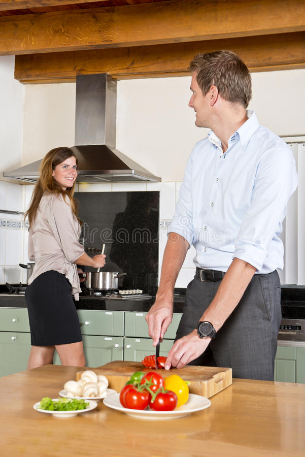 夫妇烹调 免版税库存照片