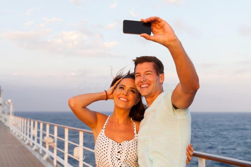 夫妇照片巡航 免版税图库摄影