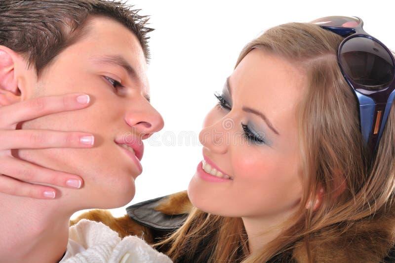 夫妇爱嬉戏的年轻人 免版税库存图片