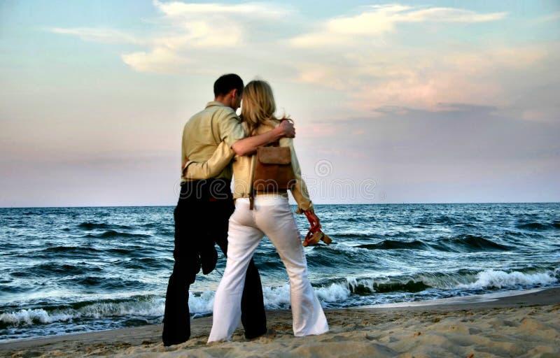 夫妇爱恋的漫步 库存图片