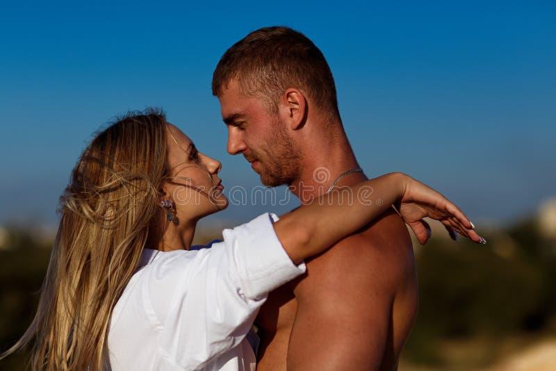 夫妇爱恋的纵向 库存图片