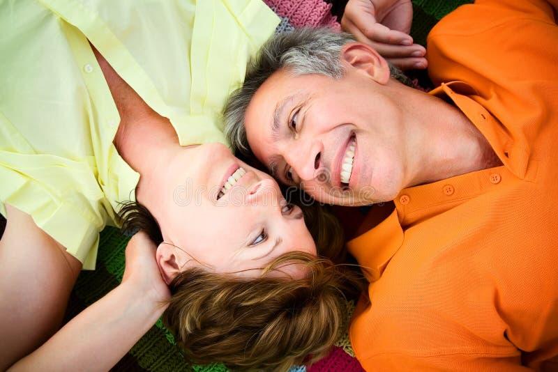 夫妇爱成熟 免版税图库摄影