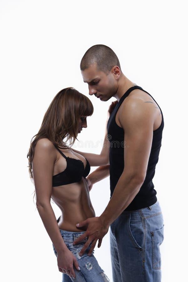 夫妇牛仔裤性感的年轻人 免版税库存图片