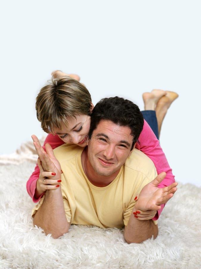 夫妇甜年轻人 免版税图库摄影