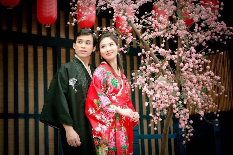 夫妇礼服日本纵向年轻人 库存图片