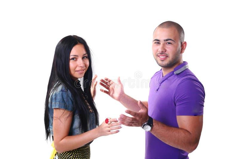 夫妇种族愉快的微笑的年轻人 免版税库存照片
