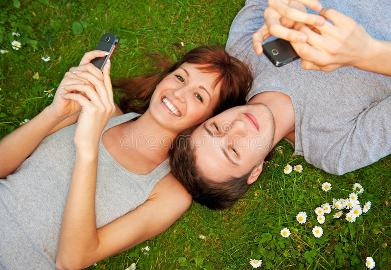 夫妇移动电话 免版税库存照片