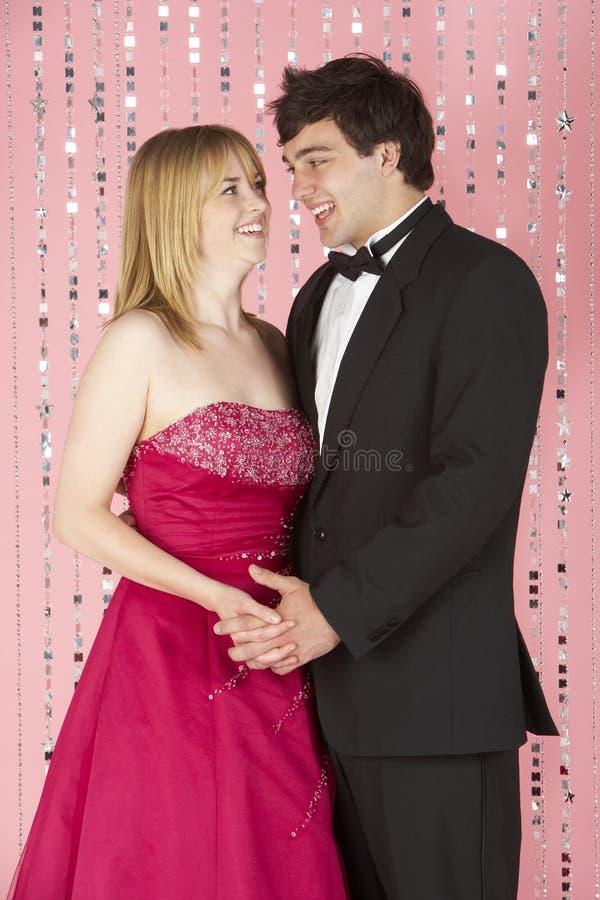 夫妇穿戴的当事人年轻人 库存图片