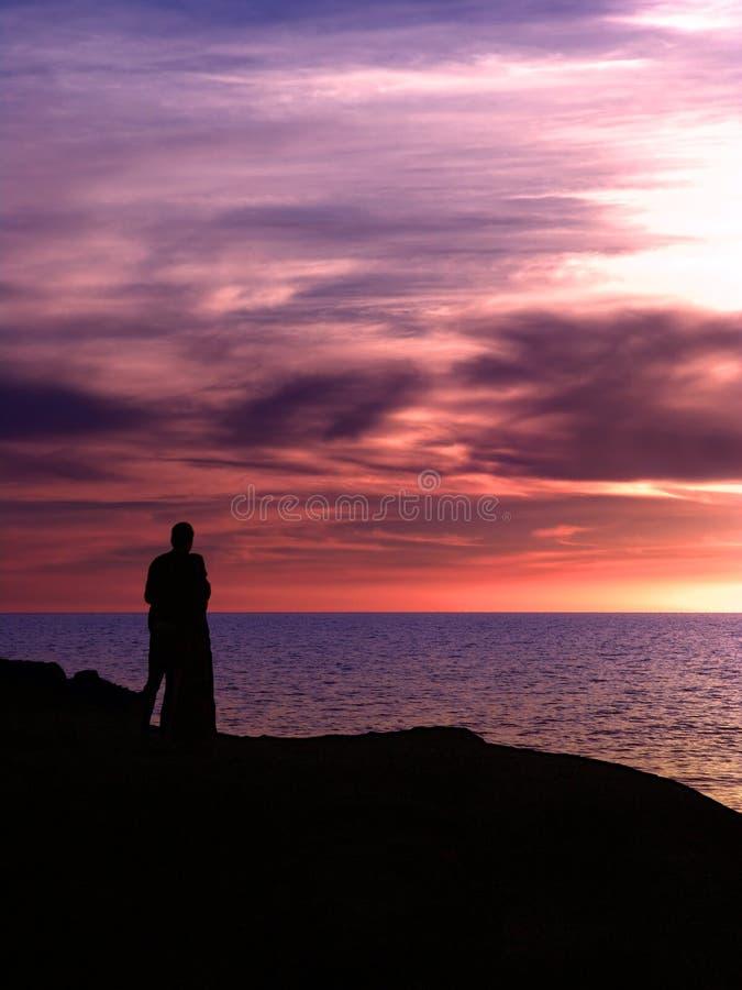 夫妇紫色日落 免版税库存照片