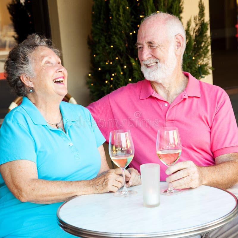 夫妇约会笑的前辈 免版税库存照片