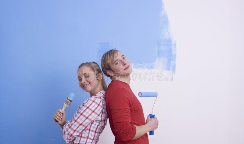 夫妇绘画摆在 免版税库存照片