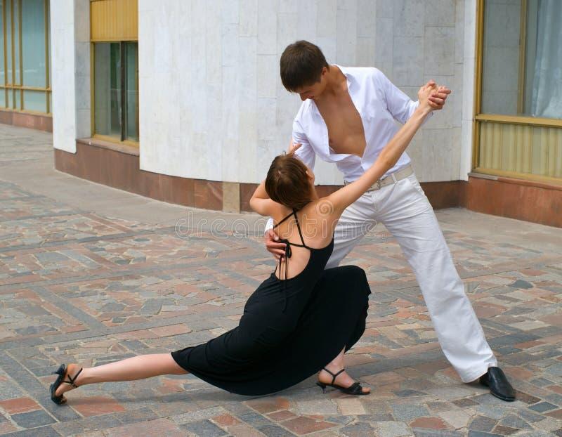 夫妇舞蹈跳舞拉丁美洲人 库存图片