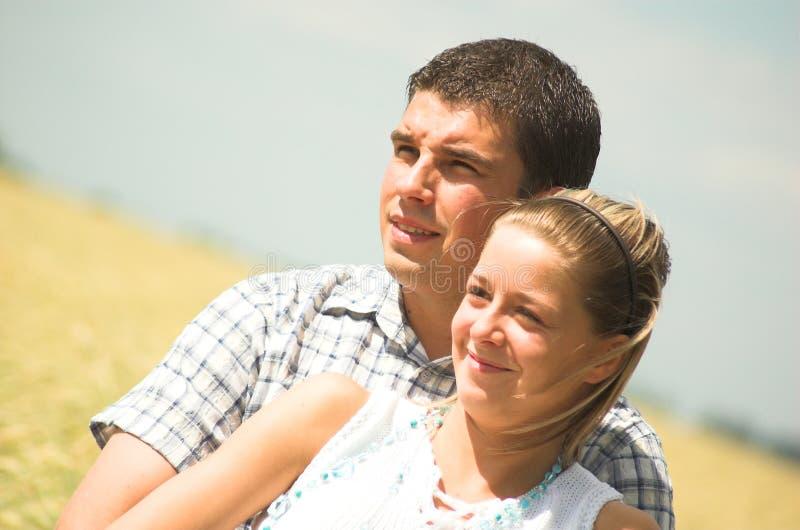 夫妇草甸年轻人 库存照片
