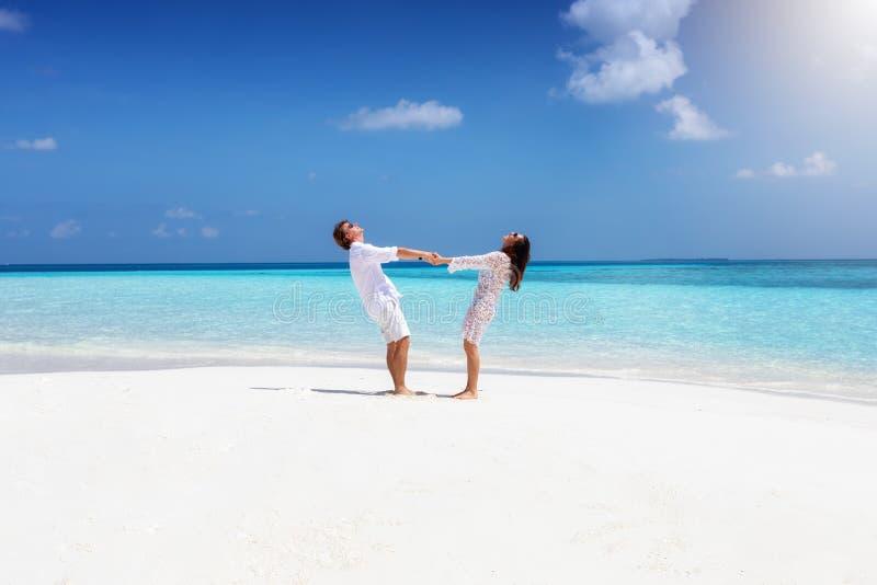夫妇获得乐趣在马尔代夫 库存图片