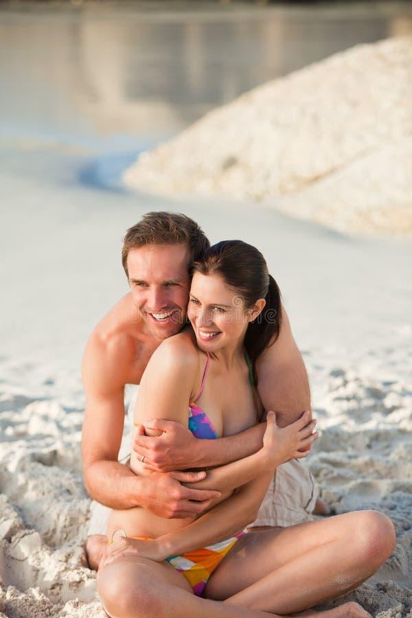 夫妇被迷恋的拥抱 库存图片