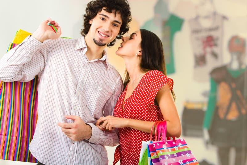 夫妇购物中心 库存图片