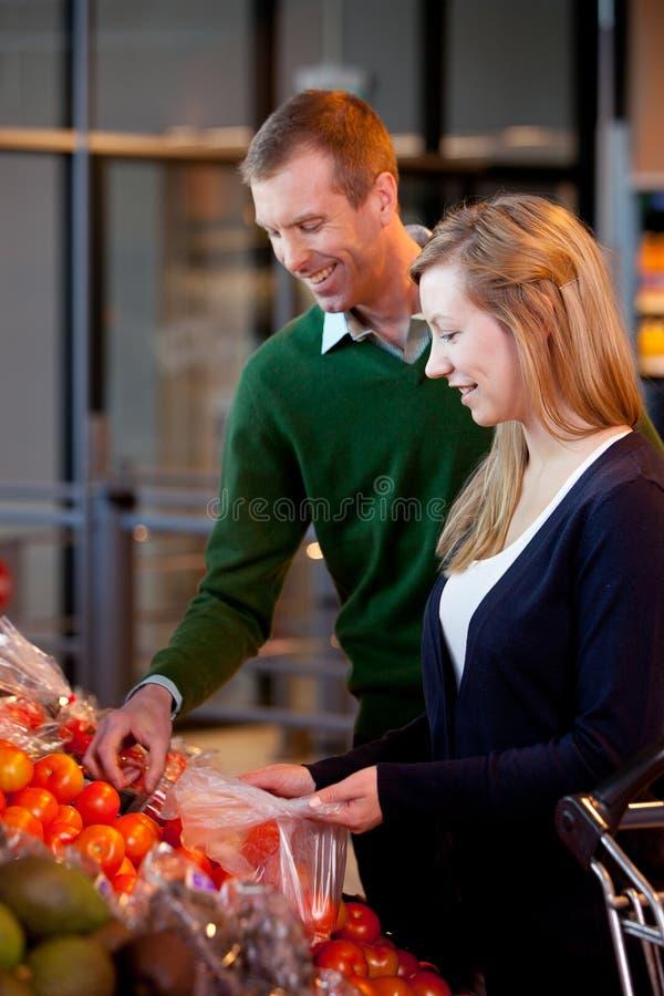 夫妇超级市场 图库摄影