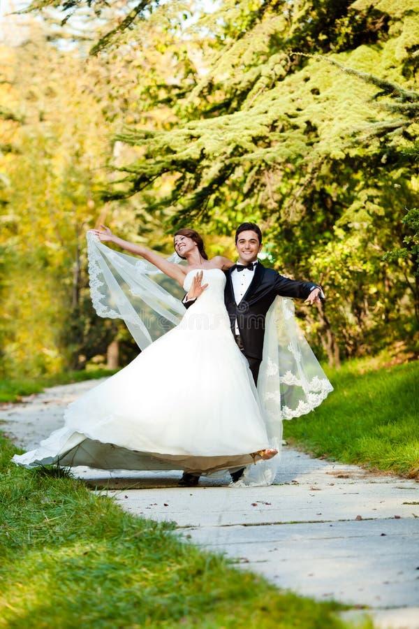 夫妇跳舞婚礼 免版税库存照片