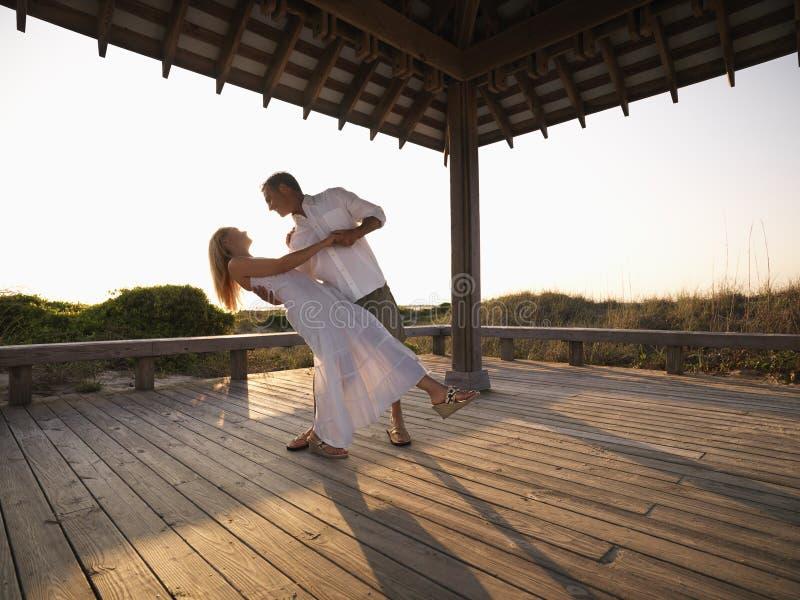 夫妇跳舞 免版税库存照片