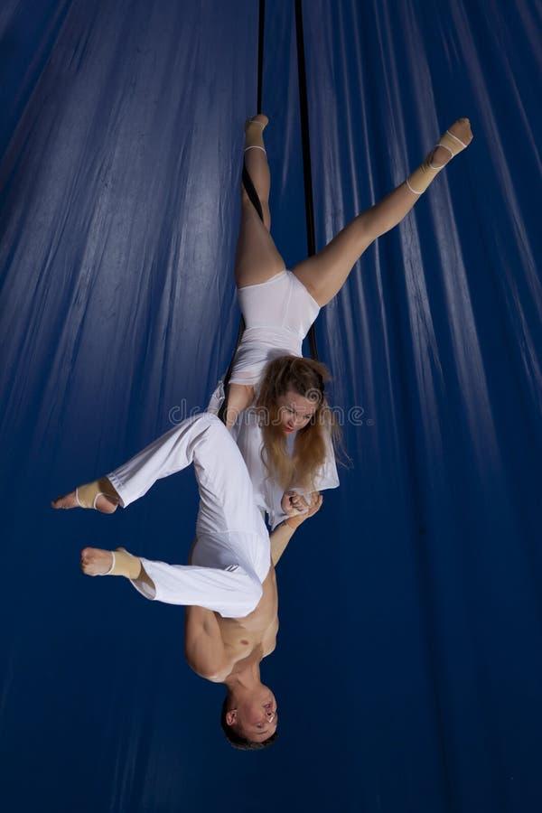 夫妇马戏空气体操运动员 库存图片