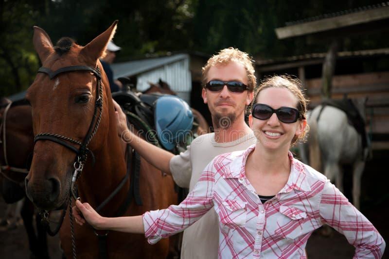 夫妇骑马者 库存照片