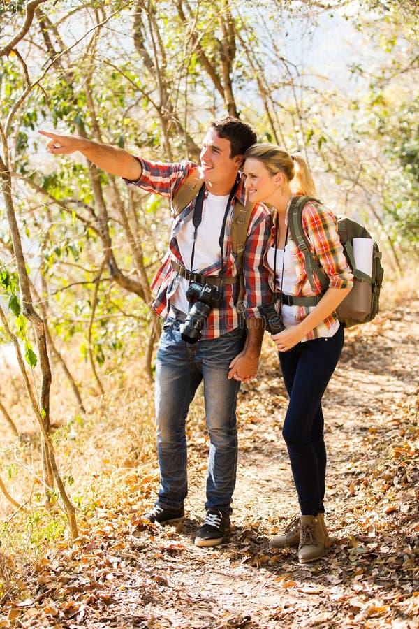 夫妇登山 免版税图库摄影