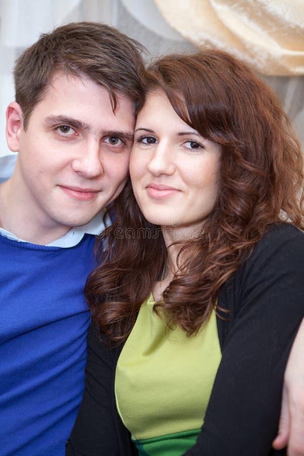 年轻夫妇画象 免版税图库摄影