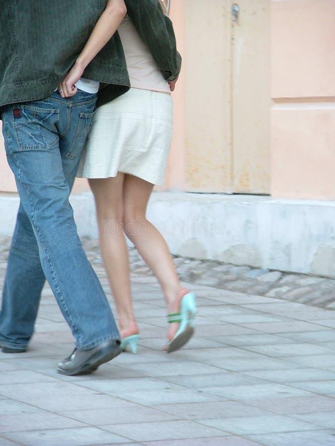Download 夫妇 库存照片. 图片 包括有 注视的, 财产, 步骤, 女性, 结构, 恋人, 裙子, 矿穴, 牛仔裤, 街道 - 178388
