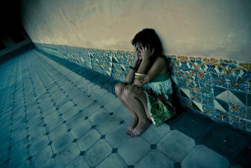 失去的妇女年轻人 免版税库存图片