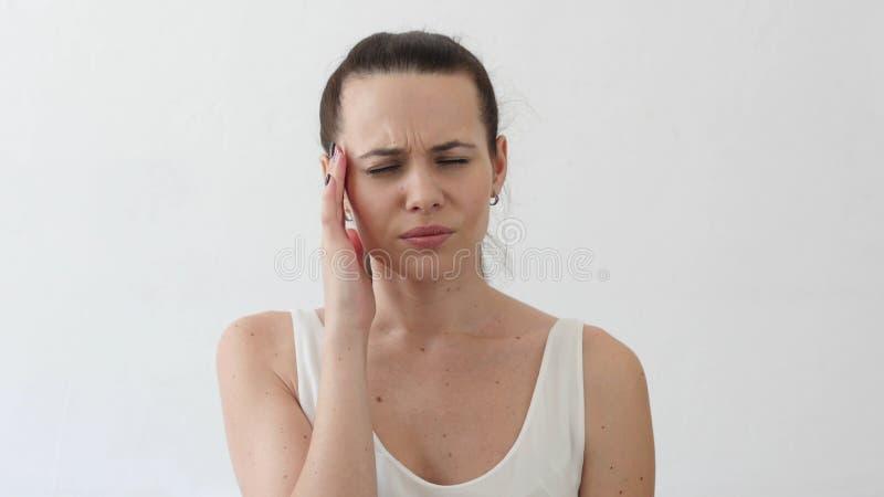 失望和头疼,紧张的少妇,画象 免版税库存图片
