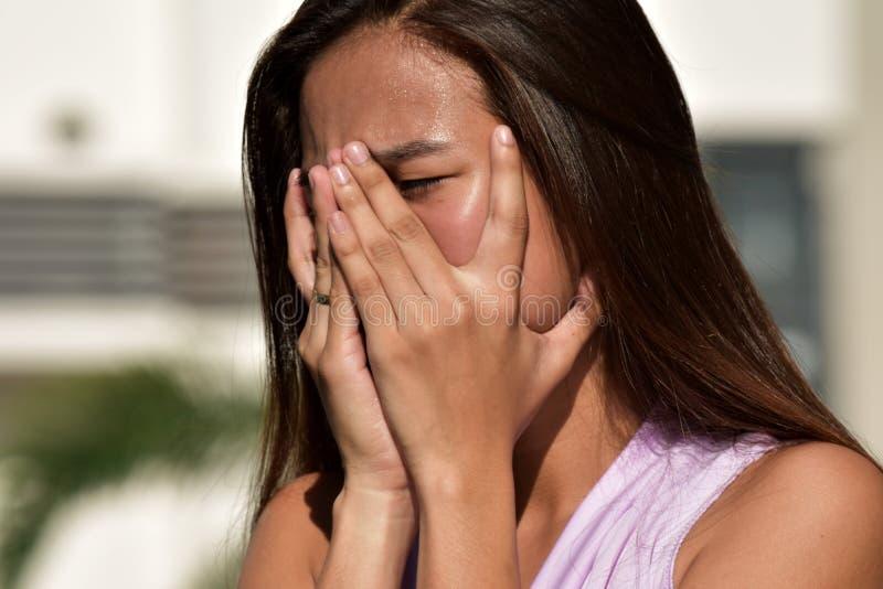 失望的年轻的不同的成年女性 免版税库存照片
