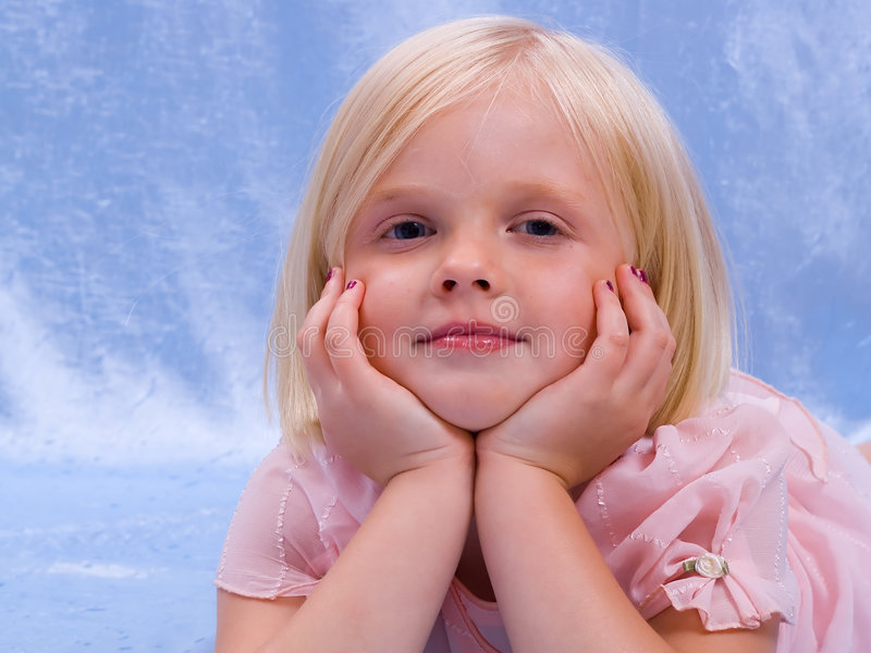 头发公平的女孩 免版税库存照片