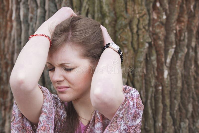 头疼妇女年轻人 免版税库存照片