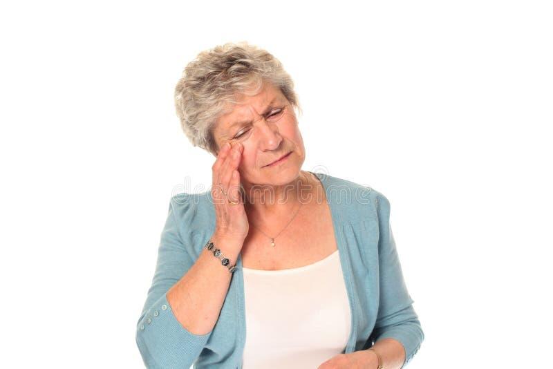 头疼更老的高级妇女 库存图片