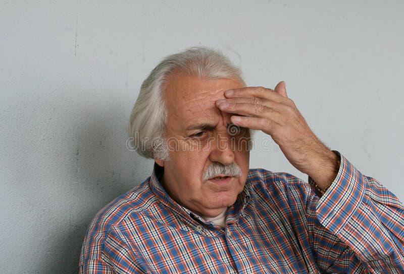 头疼领退休金者 库存图片
