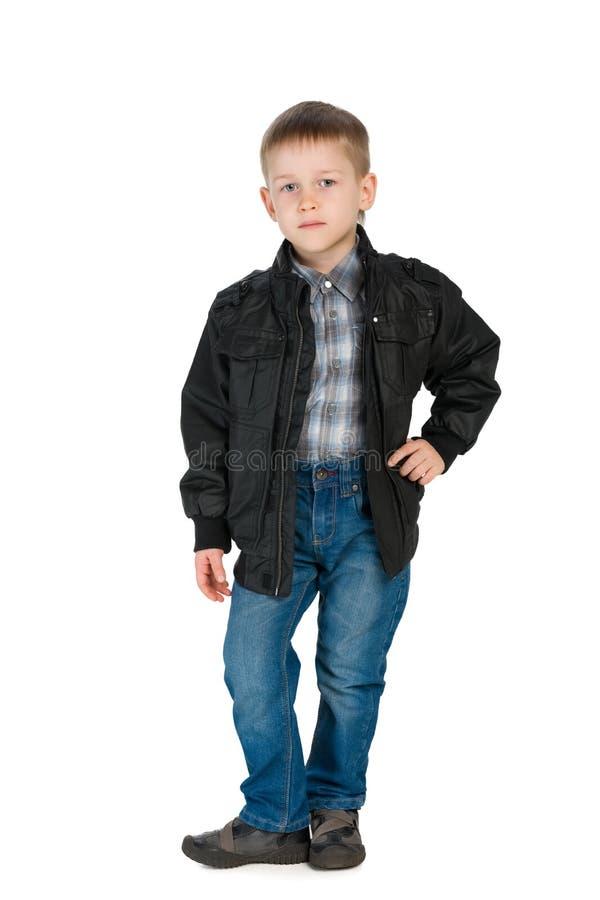 夹克的英俊的小男孩 免版税库存照片