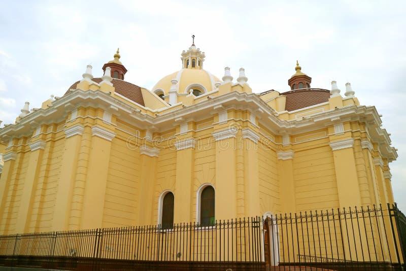 奇克拉约大教堂或圣玛丽大教堂,奇克拉约,兰巴耶克省,秘鲁后面门面  库存图片