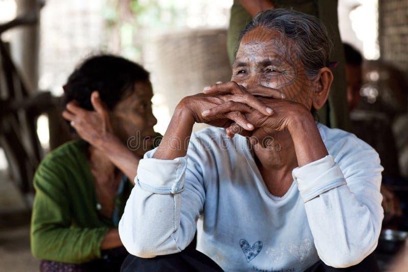 奇恩角部落被刺字的妇女,缅甸 图库摄影